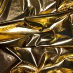 Złote ubrania – jak je nosić naco dzień?