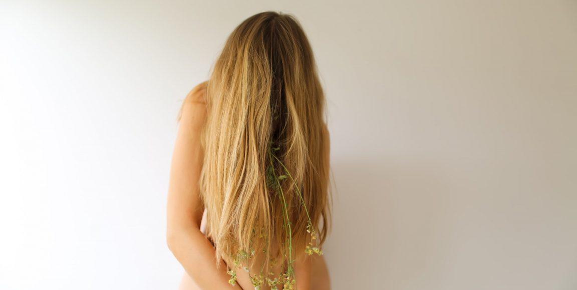 Jak naturalne szampony dowłosów mogą pomóc wpopularnych problemach zeskórą głowy?
